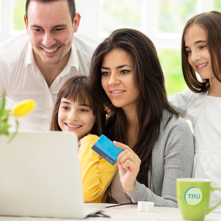 Family Shopping Online At TRUMART
